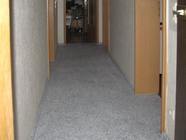 Fußboden-Sanierung mit Flüssigkunststoff in Steinoptik