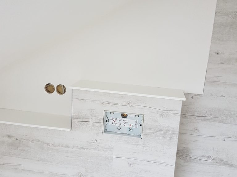 Badezimmer mit Vinylbelag verkleidet