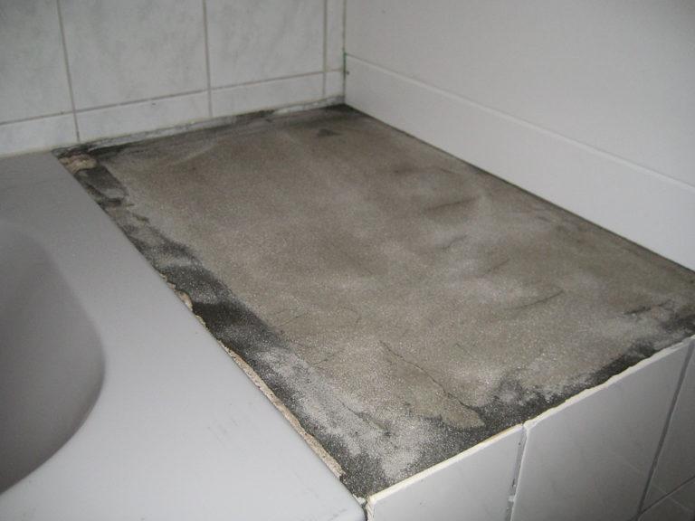 Auch die Ablagefläche hinter der Badewanne soll neu gestaltet werden