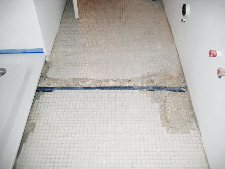 Badezimmerboden vor der Verlegung des Steinteppichs