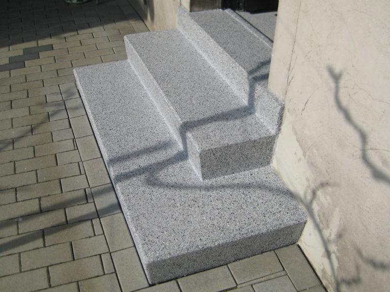 Beschichtung der vorbereiteten Treppenstufen