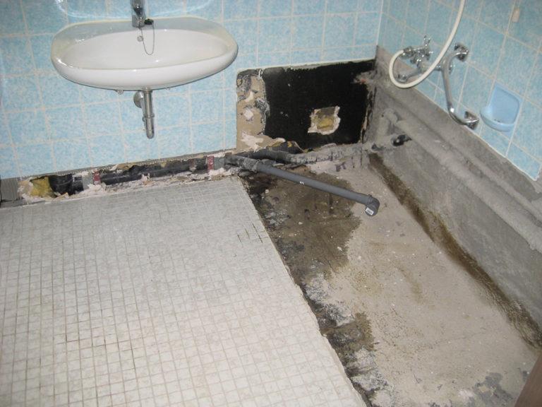 Die Badewanne wurde bereits entfernt