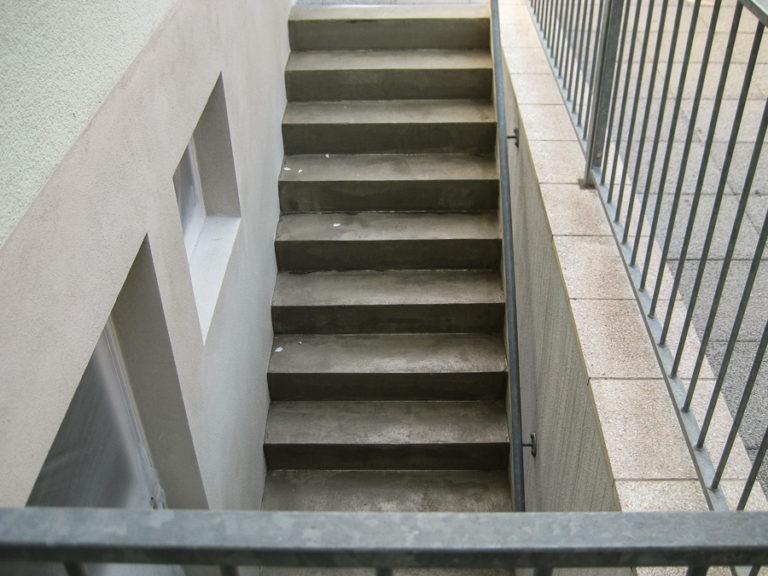Die Bodenbeschichtung soll auf dem nackten Beton der Treppe aufgetragen werden