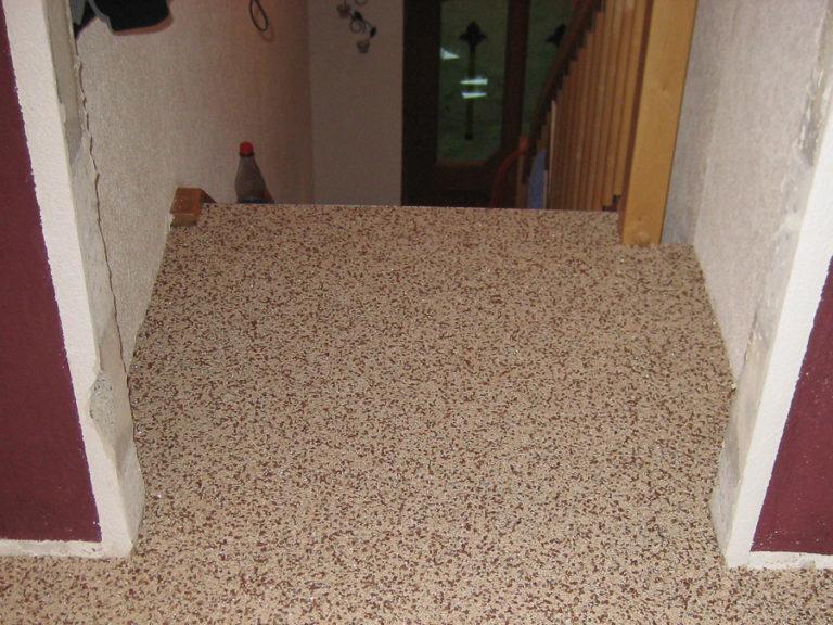 Die erste Stufe der Treppe wurde sauber eingearbeitet