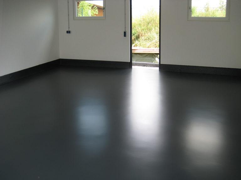 Einfarbige Garagenbodenbeschichtung nach Kundenwunsch in RAL-Farbe