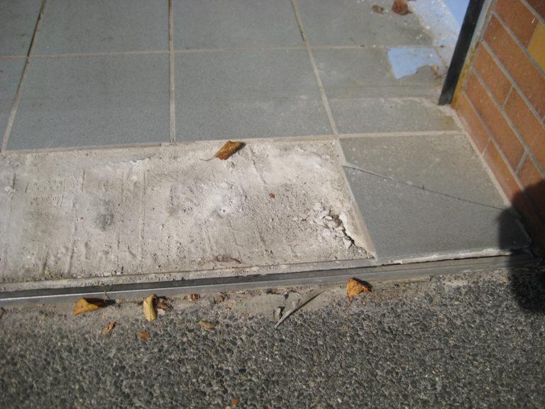Frostschäden am Garagenboden vor der Sanierung