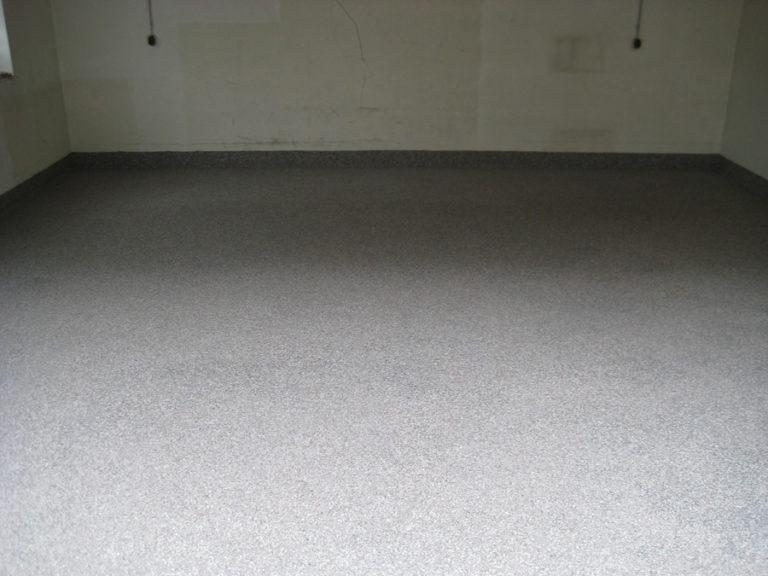Garagenboden mit fertigem Oberbelag in Steinoptik
