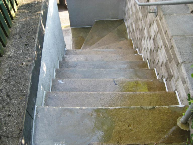 Grundierte Treppe vor der Beschichtung