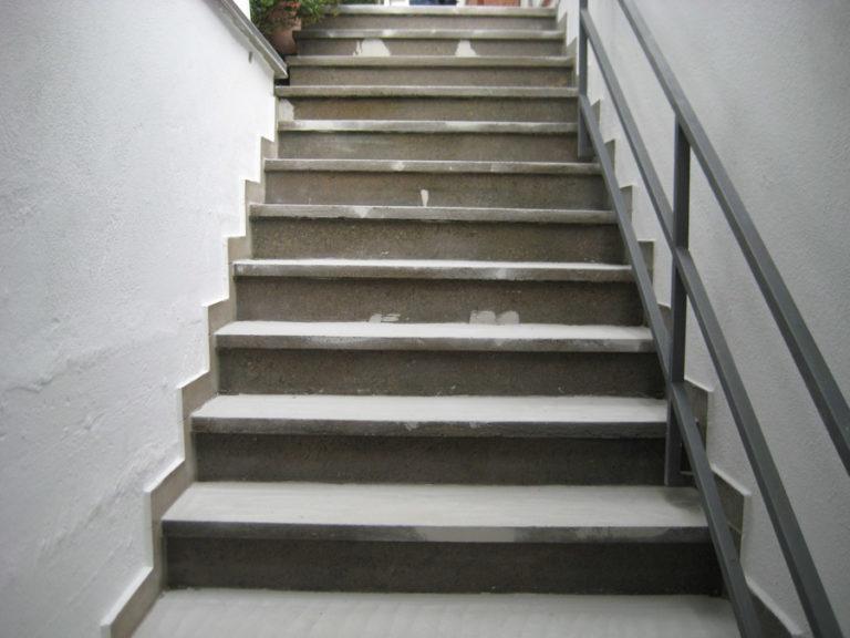 Über die undichte Treppe drang in die Garage Wasser ein