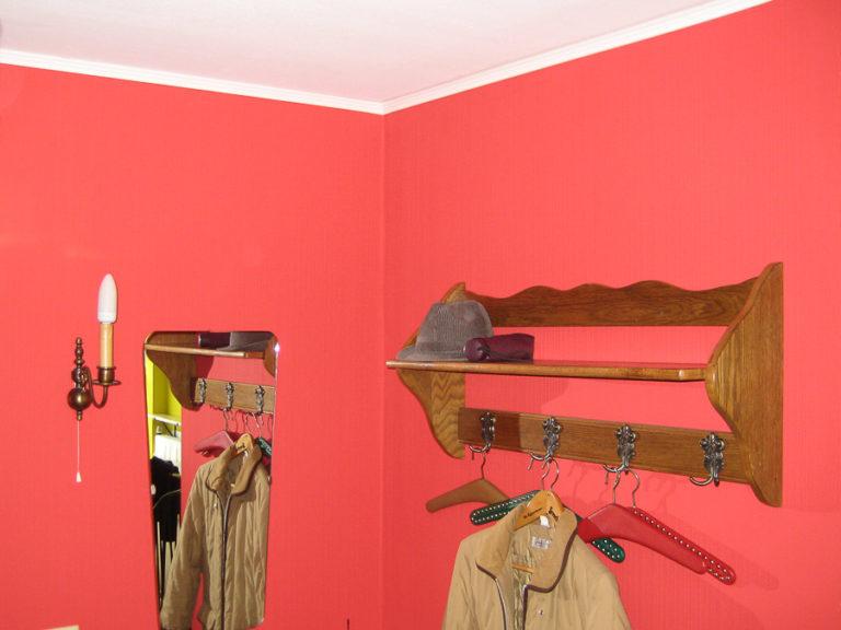 Um eine saubere Kante zwischen Wand und Decke zu erreichen, kamen Stuckleisten zum Einsatz