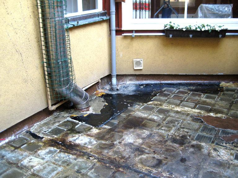 Undichte Terrasse mit Glasbauteinen
