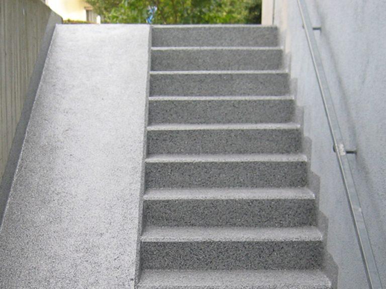 Weder Frost noch Wasser können jetzt der Treppe mehr zusetzen